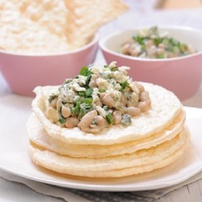 Crunchella-cebulowa-z-kremowa-sałatka-fasolowa