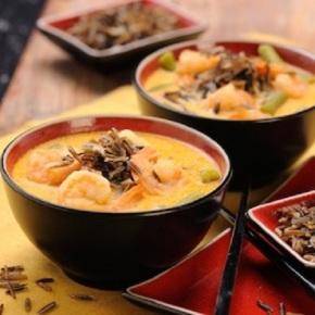 krewetki-dziki-ryz-i-tajska-zupa-kokosowa